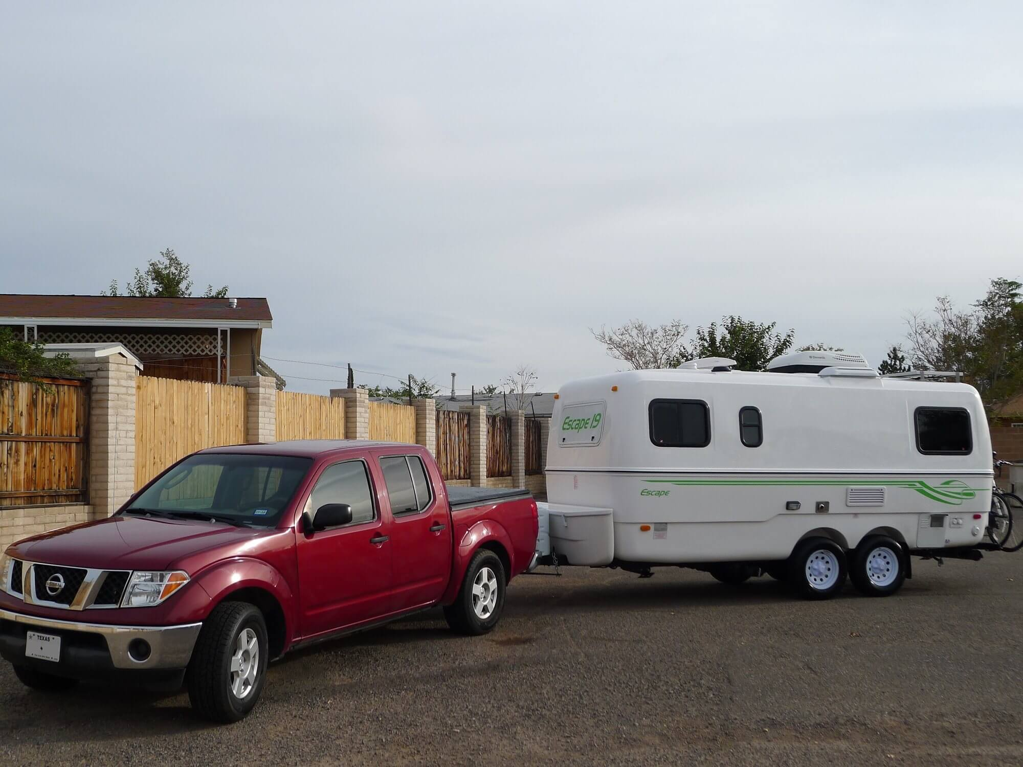 Nissan Frontier and Escape 19 Fiberglass Travel Trailer