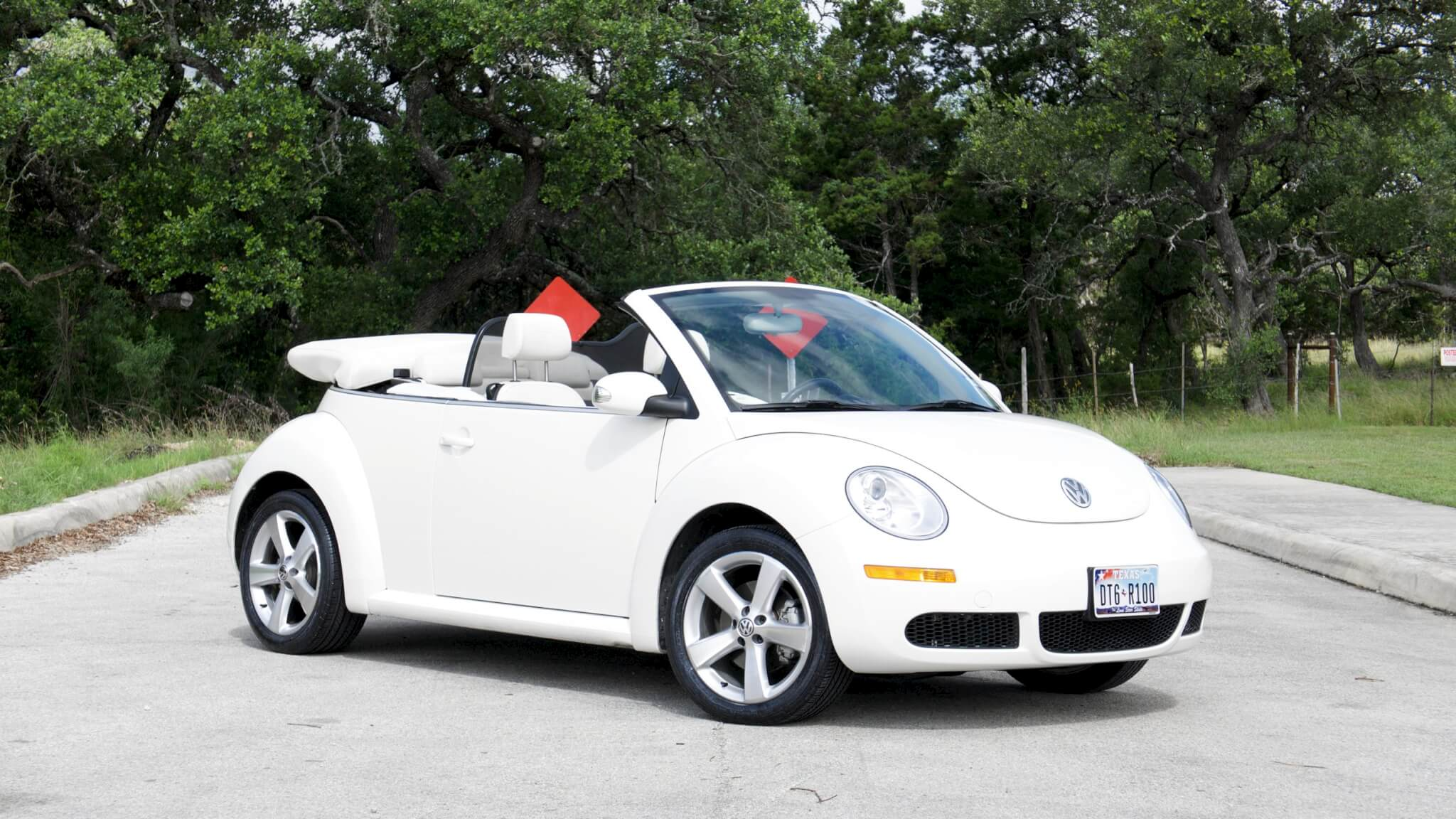 triple white vw beetle convertible for sale 15 995. Black Bedroom Furniture Sets. Home Design Ideas