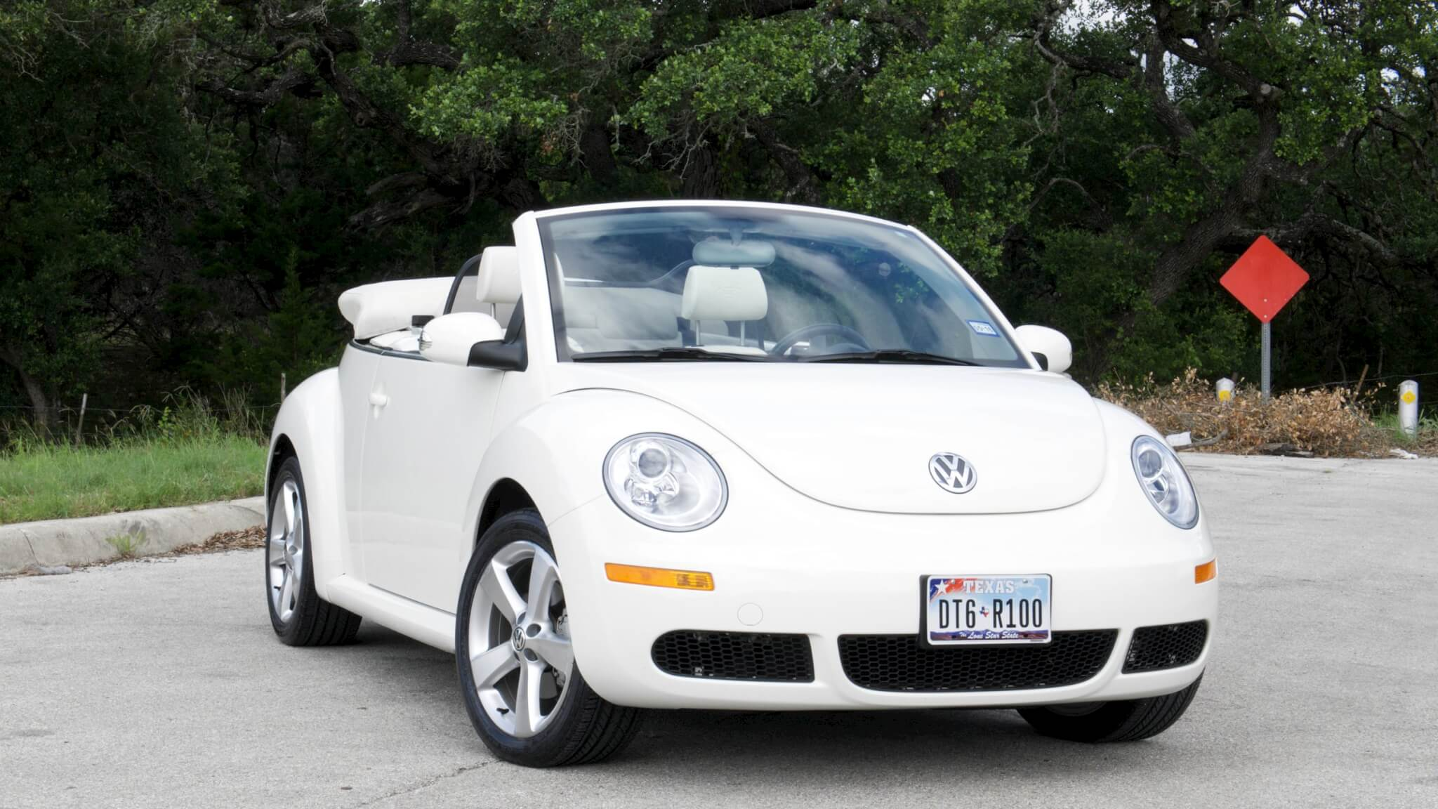 triple white vw beetle convertible sold. Black Bedroom Furniture Sets. Home Design Ideas